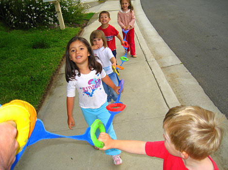 kids going on a walk with walking rope